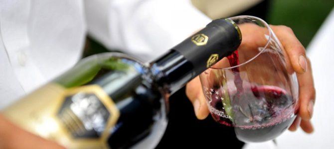 insolite-fontaine-vin-gratuite-italie-abruzzes